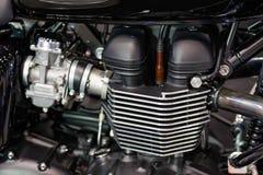 Motorfietsbenzine van brandstof voorzien motor stock foto's