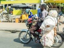 Motorfietstaxi in Benin royalty-vrije stock afbeeldingen