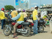 Motorfietstaxi in Benin stock foto's