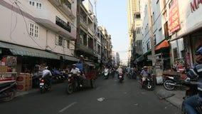 Motorfietsverkeer in Saigon stock video