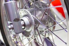 Motorfietswielen, draad spokes van een motorfiets stock afbeelding
