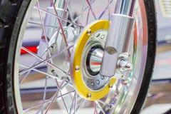 Motorfietswielen, draad spokes van een motorfiets stock afbeeldingen