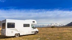 Motorhome на месте для лагеря Смогите использовать для bac концепции лета или праздника стоковая фотография rf
