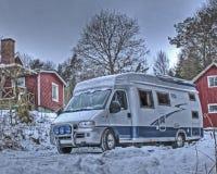 Motorhome i snö och HDR arkivbild