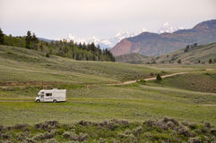 Motorhome mit Mountain View Stockbild