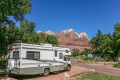 Motorhome op een kampeerterrein in Zion National Park Stock Fotografie