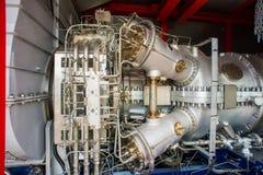 Motori del gas naturale nella centrale elettrica di cogenerazione fotografia stock