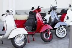 Motorini bianco, rosso e blu Fotografie Stock Libere da Diritti
