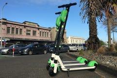 Motorini elettrici della calce a Auckland, Nuova Zelanda immagini stock