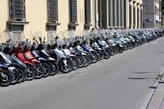 Motorini nella via Fotografie Stock