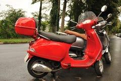 Motorini parcheggiati Fotografie Stock Libere da Diritti