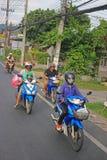 Motorini tailandesi nel traffico Fotografie Stock