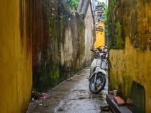 Motorino alla vecchia città in Hoi An, Vietnam fotografia stock