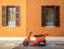 Motorino arancione Fotografie Stock