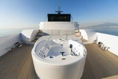 Motorisk yacht, bubbelpool Royaltyfri Foto