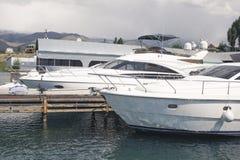 Motoriska fartyg för pir Royaltyfri Foto