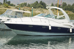 Motoriska fartyg för pir Royaltyfria Bilder