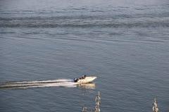 Motoriskt fartyg på Danubet River, Galati Royaltyfri Foto