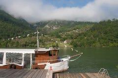 Motoriskt skepp på floden Drina Arkivbilder