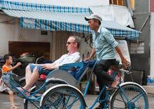 Motorista ciclo vietnamiano com turista Imagens de Stock Royalty Free