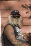 Motorista con el tatuaje Foto de archivo