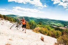 Motorista de la montaña imágenes de archivo libres de regalías