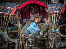 Motorista de sono de Rickshwa Fotografia de Stock