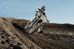 Motorista do motocross no autódromo Foto de Stock Royalty Free