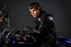 Motorista en la motocicleta Imagen de archivo