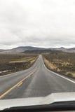 Motorista Perspective na paisagem da estrada do deserto Fotografia de Stock Royalty Free