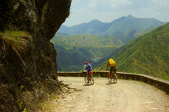 Motoristas de la montaña imagen de archivo