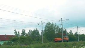 Motorlocomotief op de Spoorweg stock video