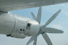 Motorn av en stor gammal bombplan Royaltyfri Bild