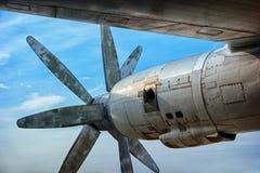 Motorn av en stor gammal bombplan Arkivbilder