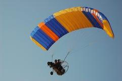 motorn hoppa fallskärm Arkivfoton