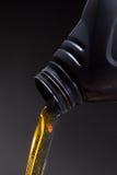 Motorolie gegoten beeing royalty-vrije stock foto's