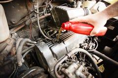 Motorolie, motor van een auto dichte omhooggaand stock foto's