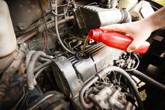 Motorolie, motor van een auto dichte omhooggaand stock afbeeldingen