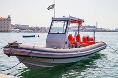 Motorowa łódź na Adriatic morzu, rozłam, Chorwacja Zdjęcie Stock