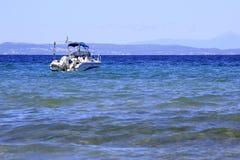 Motorowa łódź w morzu egejskim Obrazy Royalty Free