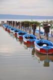 Motorowe łodzie dzierżawić Zdjęcia Royalty Free