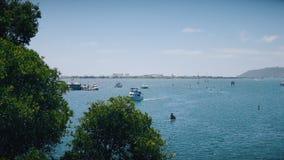 Motorowej łodzi i wody hulajnoga żeglowanie w morzu zdjęcie wideo