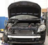 Motorowy samochód w remontowym sklepie Zdjęcia Royalty Free