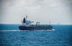 Motorowy tankowa żeglowanie na Wysokim morzu Obrazy Royalty Free