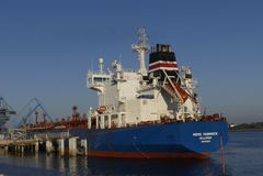 Motorowy tankowiec w operacjach przy instalacjami naftowymi Obraz Stock