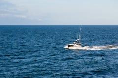 Motorowy wodowanie na Głębokim Błękitnym morzu Obrazy Royalty Free