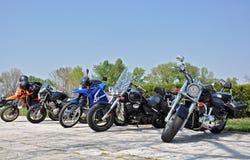Motorräder in der Reihe Lizenzfreie Stockfotos