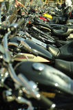 Motorräder in einer Reihe Stockbilder