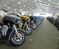 Motorräder für Verkauf bei Black Hills Harley Davidson, schnelle Stadt, South Dakota Lizenzfreies Stockfoto
