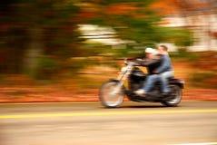 Motorrad-Anschlag von einem vorbeifahrenden Auto aus Lizenzfreie Stockfotografie